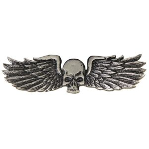 pin de calavera con alas