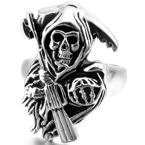 anillo de calavera con pistola