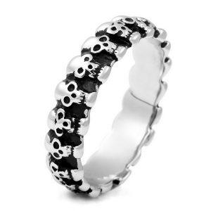 anillo gotico de calaveras