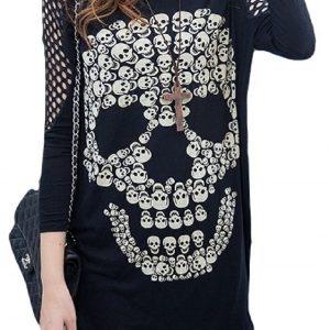 blusa negra de calaveras