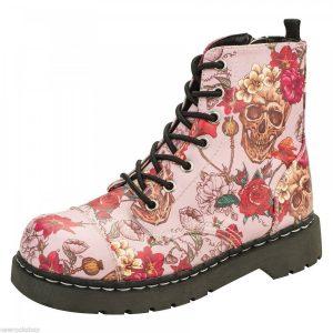 botas rosas estampado de calaveras