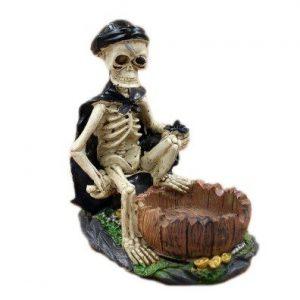 cenicero esqueleto con capa