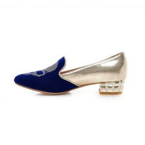 zapato azul y plata con calavera