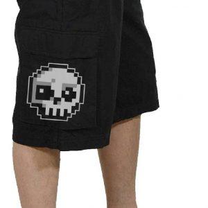 pantalon corto para hombre con calavera pixelada