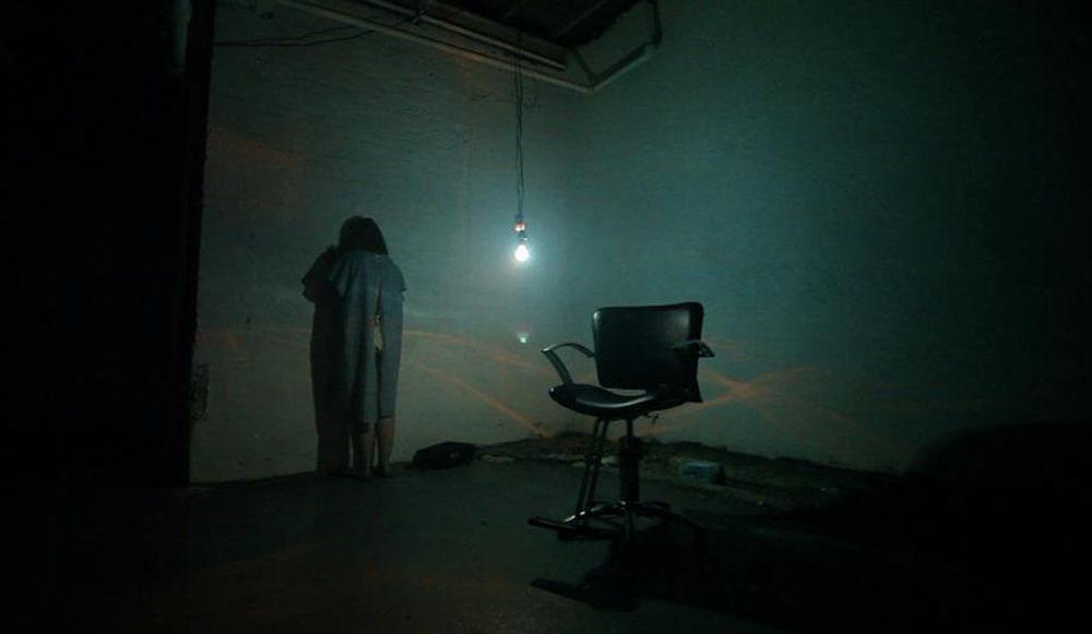 Blackout-au-theatre-de-l-horreur-c-est-vous-la-victime