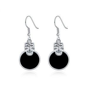 pendientes negros con calaveras chapadas en platino
